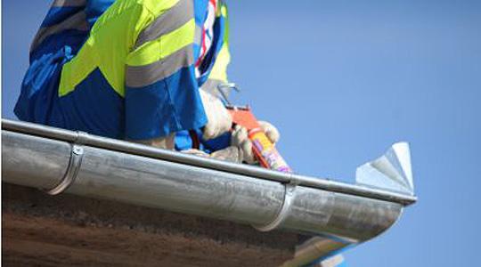 Тешко повреден работник при поставување цевковод во Булачани, Скопско