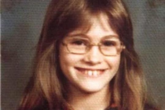 Ова слатко девојче денес е една од најубавите жени во светот: Ќе погодите ли која е? (ФОТО)