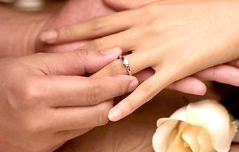 ТАЈНА ВЕНЧАВКА: По 4- годишна врска, славниот музичар и актерката стапија во брак