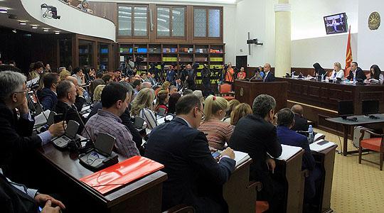 Власта цензурира пренос во живо од комисијата на која Заев го менува Уставот