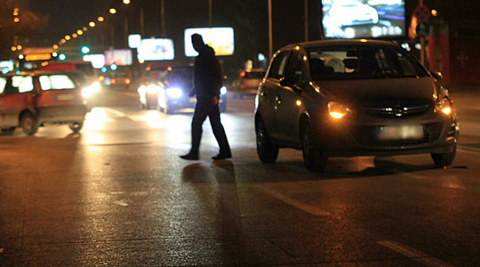 Пешак и возач на мотор тешко повредени во сообраќајки во Скопје