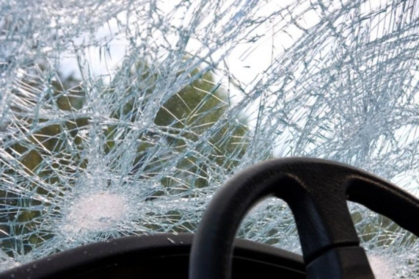 """""""Пежо"""" излета од патот Кичево-Мак.Брод, момче со тешки повреди пренесено во Ургентен"""