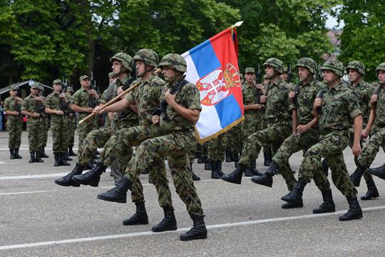 Србија: Се размислува за воведување задолжително служење воен рок