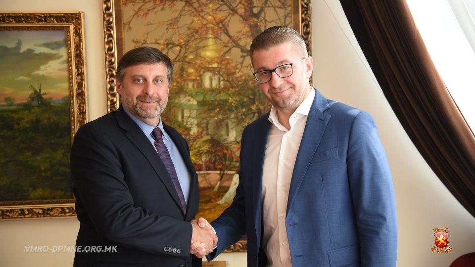 Претседателот на ВМРО-ДПМНЕ оствари средба со заменикот помошник државен секретар на САД за Европа и Евроазија Метју Палмер