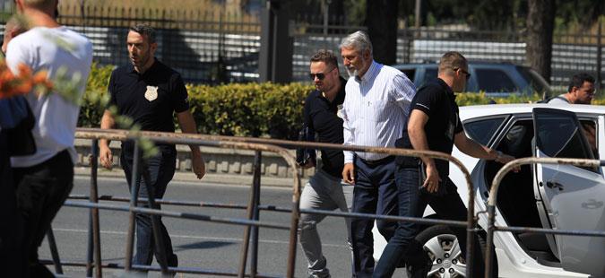 Судот им ги одзема пасошите на Јакимовски и соработниците