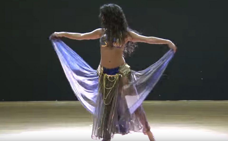 Овој стомачен танц го погледнаа 40 милиони лица: Кога ќе го видите вие, ќе сфатите зошто е најпопуларно (ВИДЕО)