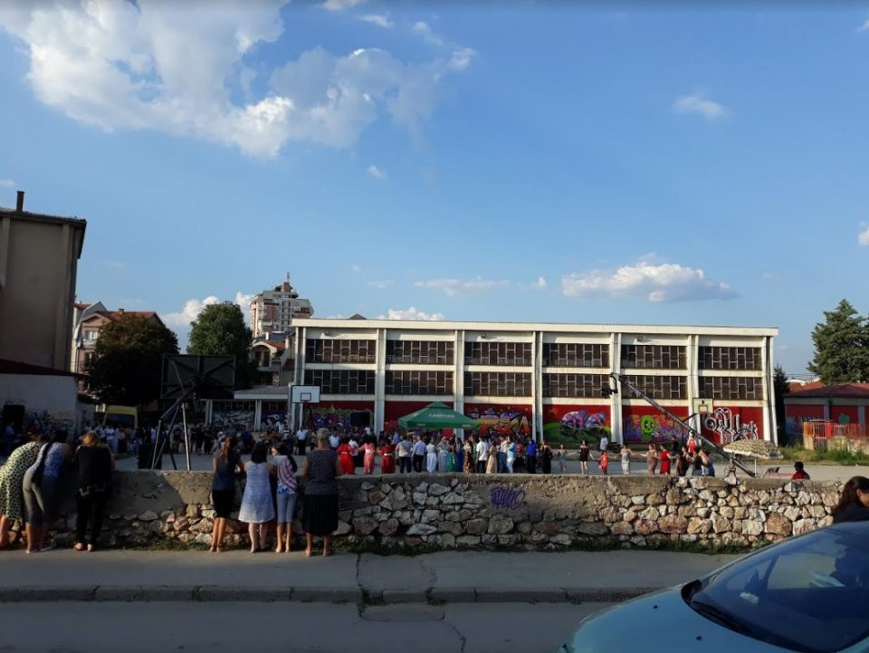 """Свадба во дворот на средно училиште """"Гоце Делчев"""" во Куманово (ФОТО+ВИДЕО)"""
