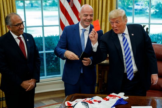 Трамп им покажа црвен картон на новинарите
