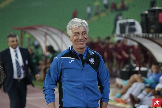 Потег за аплауз: Тренерот на Аталанта не дозволил играчите да се сликаат кај семафорот