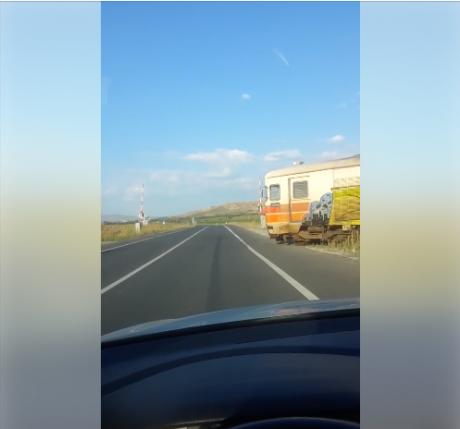Ова го има во 21. век во Македонија: Еве како настануваат железнички несреќи кај нас (ВИДЕО)