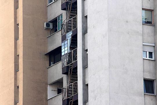 """Евакуираните од """"Скопјанка"""" чекаат специјална единица од АРМ, квалитетот на воздухот треба да се измери"""