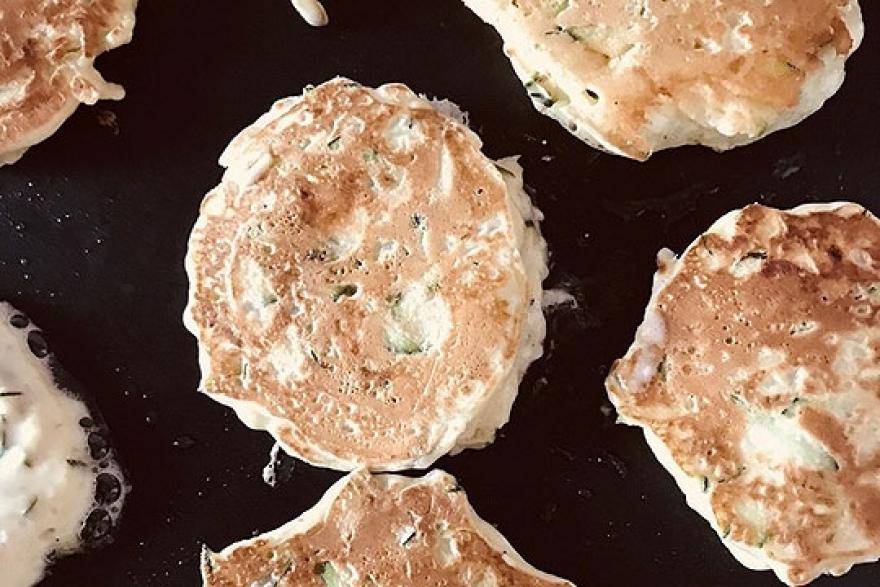 Рецепт кој мора да го пробате: Солени палачинки со тиквички