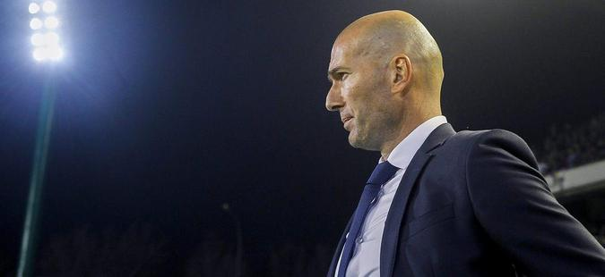 Манчестер Јунајтед негираше преговори со Зидан