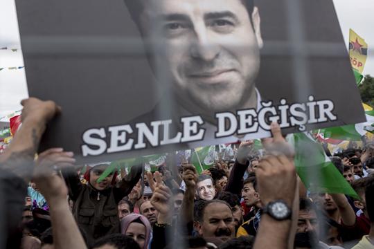 Водачот на турските Курди Демирташ осуден на четири години и осум месеци затвор