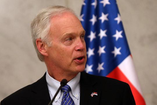 Џонсон: САД не сакаат да наметнуваат решение за Косово, да му дадеме простор на Вучиќ