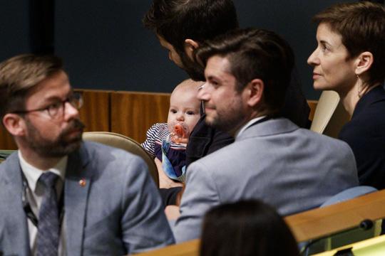 Премиерката на Нов Зеланд и нејзиното бебе- хит во ОН (ФОТО)