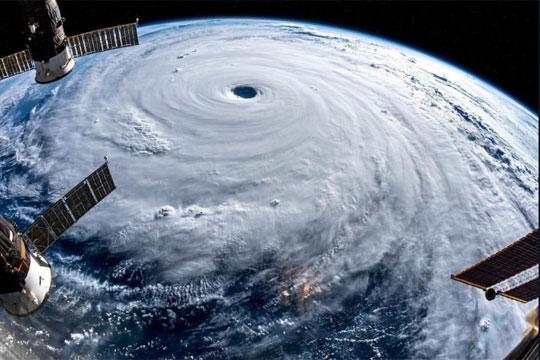 Фотографии од Вселената на супертајфунот Трами