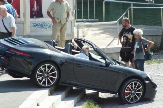 """Србин си го заглавил """"поршето"""" на скали- барал паркинг, па станал виц на денот (ФОТО)"""