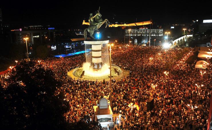 """ВИДЕО: Еве како ВМРО-ДПМНЕ ја организираше прославата за 20 години од независноста, 100.000 граѓани на плоштадот Македонија и неповторливата """"Земјо мила"""""""
