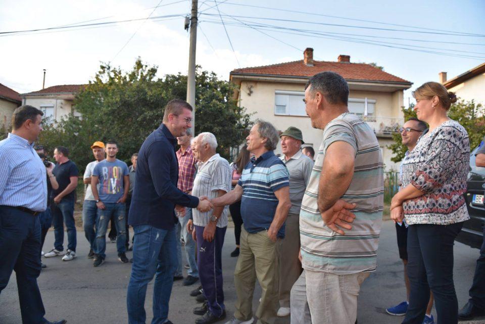 Мицкоски меѓу граѓаните на Пехчево: Договорот значи загуба на институционалниот идентитет што впрочем претставува дел од националниот идентитет на Македонците