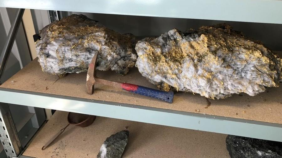 Во Австралија ископани џиновски камења кои содржат 113 килограми злато