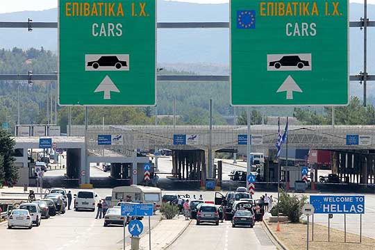 Гркинка се обидела од Македонија во Грција да го внесе нејзиното бебе скриено во торба