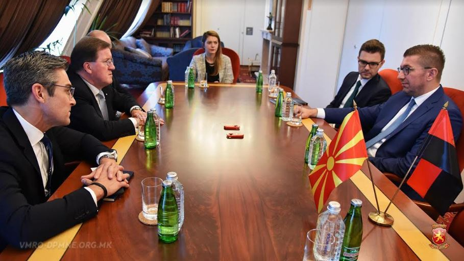 Мицкоски оствари средба со Лорд Џорџ Робертсон, Дејмон Вилсон и Барни Вајт-Спанер како претставници на Охридската Група