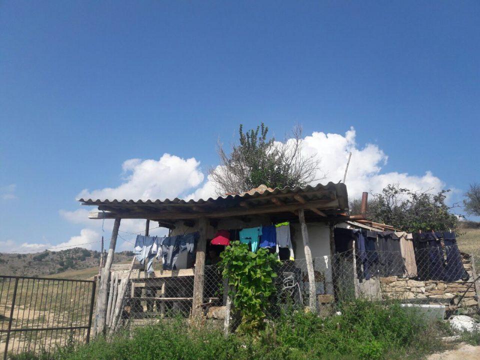 КУРИР СТОРИЈА: Заборавени од државата, семејството Младеновски на свој грб ја носи сета суровост на животот