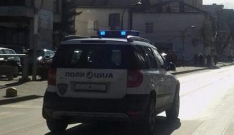 Го барале со потерница: Радовишанец се обидел да прегази полицаец, па се забил во полициското возило