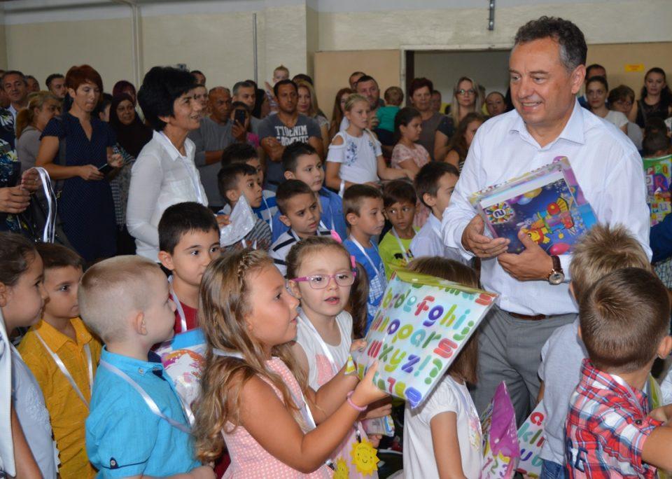 Во училишните клупи седнаа 200 првачиња од општина Илинден