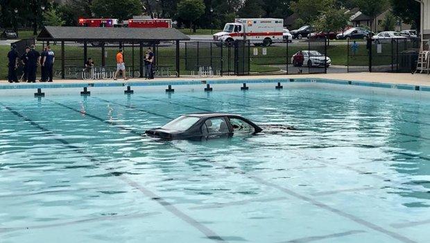 Баба платила карта за на базен со паркинг, па буквално го сфатила тоа: Спасувачите не можеа да им поверуваат на своите очи (ФОТО)