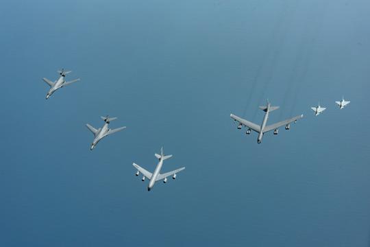 САД испратија тешки бомбардери во Јужното Кинеско Море