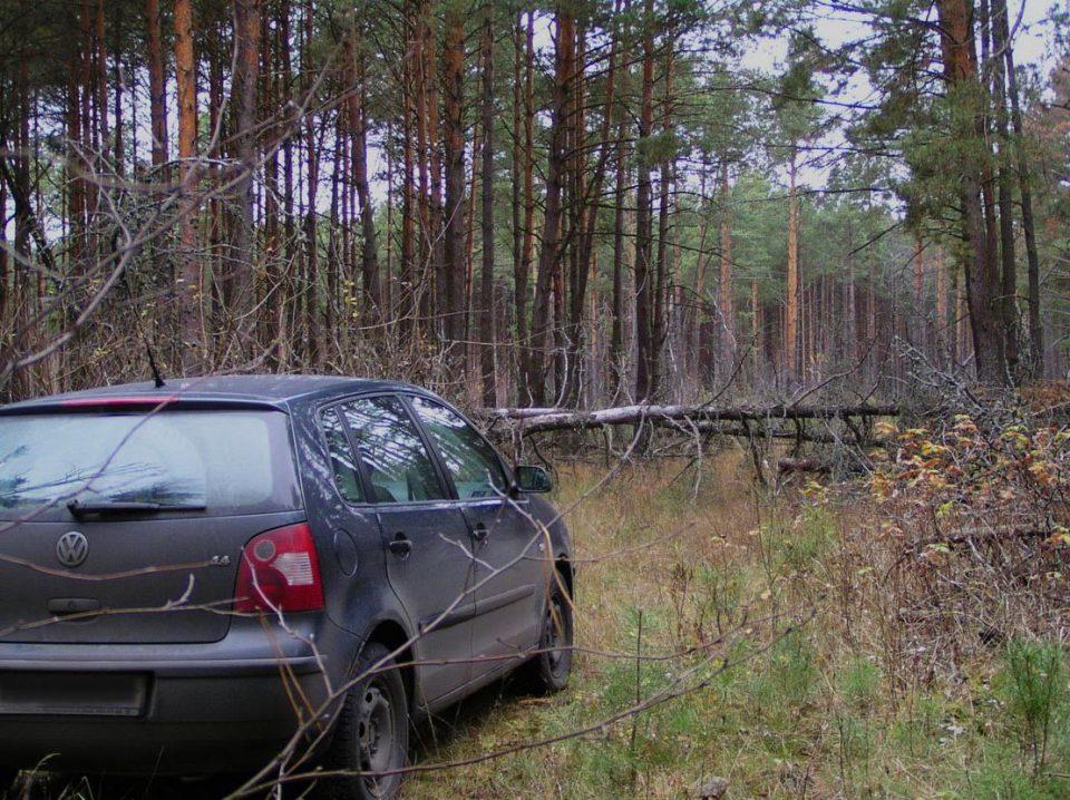 """Две момчиња пронајдени мртви во автомобил во шума: Пред да се самоубијат напишале трогателно писмо """"Збогум татковино"""""""