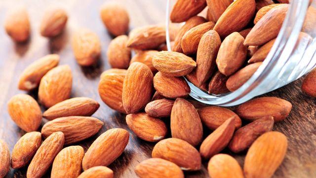 Бадемите се вкусни и здрави, но само 30 грама на ден се доволни