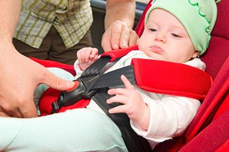 Колкава е казната ако го возите дете без детско седиште во автомобил?
