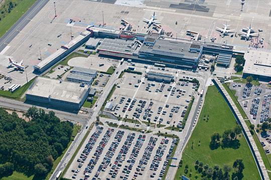 Детали за тревогата на аеродром: Сомнителниот маж приведен, елекот на испитување