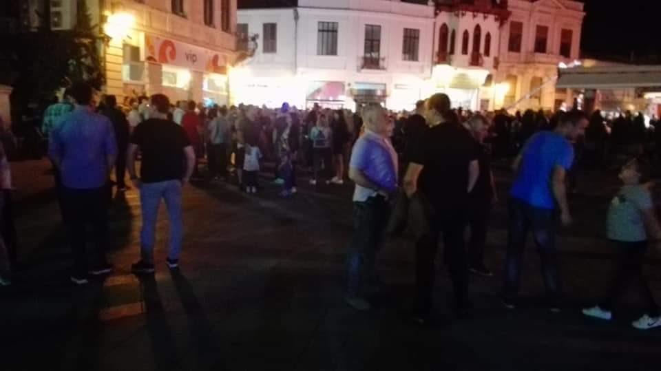 Заев се соочи со слаба поддршка и во Битола: Си донесе и автобуси, но залудно (ФОТО)