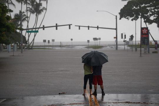 Тропската бура Оливија ги погоди Хаваите