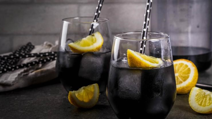 Овој пијалок е вистински хит – Црна лимонада за чистење на организмот