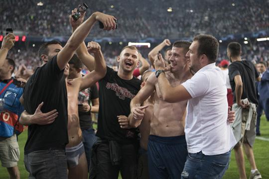 ГОТОВО Е: УЕФА ја казни Црвена ѕвезда со вртоглава сума на пари за однесувањето на навивачите