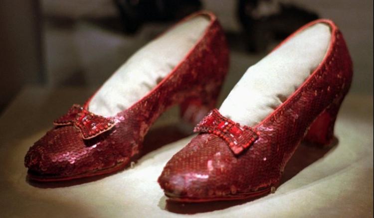 По 13 години од кражбата: ФБИ ги најде црвените чевлички, еве зошто им беа толку важни