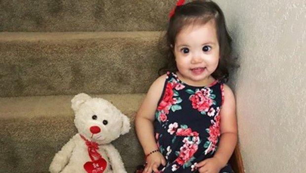 Ова слатко девојче ќе ве освои: Сите ја обожаваат поради крупните очи, но зад нив се крие тажна вистина (ФОТО)