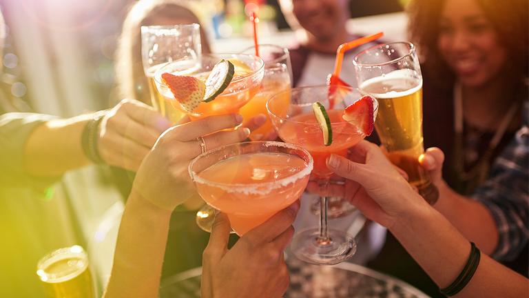 Пет видови алкохол кои ја уништуваат кожата