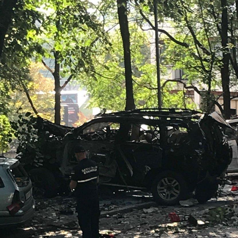 Експлодира џипот на познатата српска водителка утринава во Белград (ФОТО)