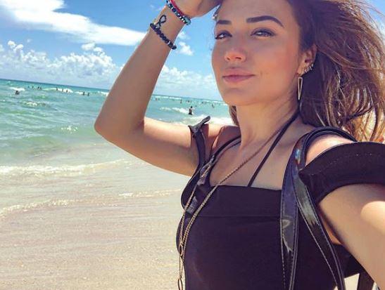 Елена Ристеска го запали Инстаграм со бујно деколте, но кога ќе го видите нејзиниот поглед од собата во Мајами ќе подзинете (ФОТО)