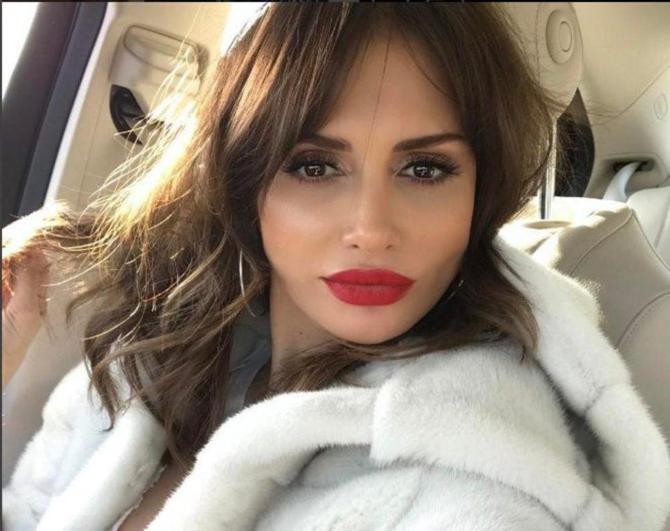 Мустафа отпадна, сега во акција е згоден чичко: Емина Јаховиќ во врска со 18 години постар турски милионер (ФОТО)