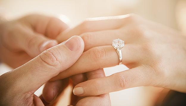 Овие хороскопски знаци ќе добијат понуда за брак во октомври