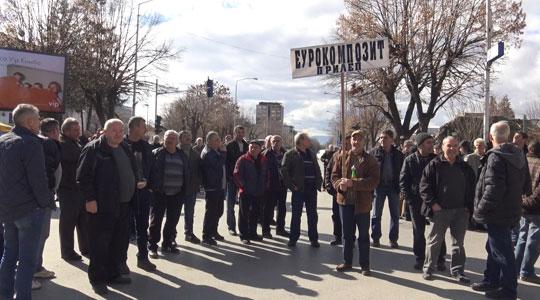 """Вработените во """"Еурокомпозит"""" го одложија протестот- до утре ќе ги чекаат парите"""