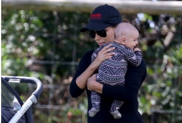 Моќната љубов меѓу мајка и син: Ева прошета со малиот Сантијаго