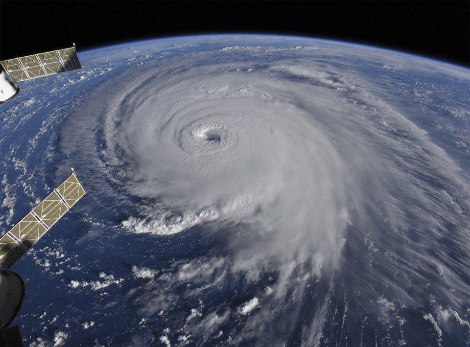 Ураганот Флоренс се доближува до САД: Ветрови од 175 км/час, затворени неколку пристаништа